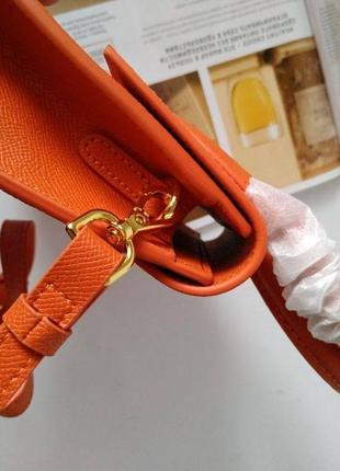 Оранжевая кожаная сумка в стиле jacquemus4 фото