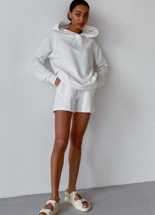 Весенний летний костюм худи и шорты белый