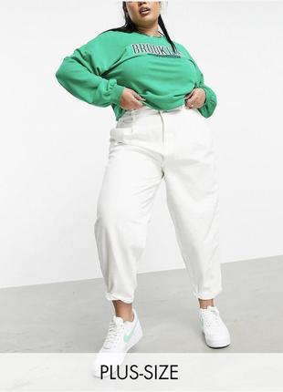 Светлые свободные джинсы мом батал , широкие неэластичный деним