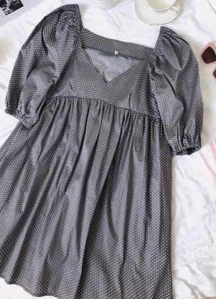 Платье baby doll с пышным рукавом в горошек