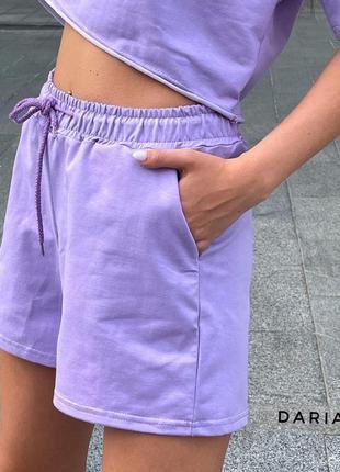 Стильный лиловый яркий костюм шорты и футболка худи летний весенний