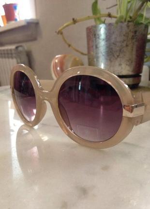 Шикарные,модные солнцезащитные очки.торг.