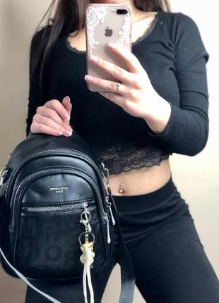 Рюкзак повседневный черный с тиснением