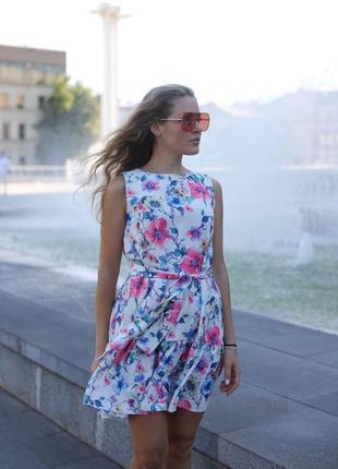 Нежное платье мини короткое в цветочный принт