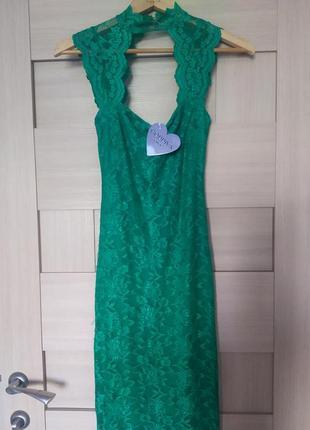 Красивое стильное вечернее зелёное изумрудное платье длинное оптягивающие с м