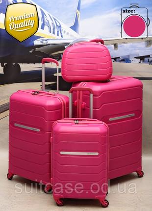 Дорожный чемодан из полипропилена ударопрочный с тса замком ,бютик