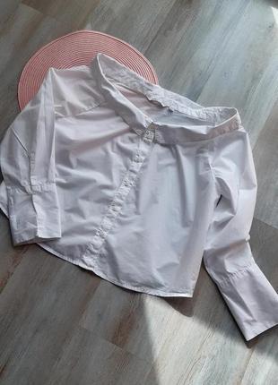 Стильная рубашка с открытыми плечами