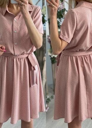 Короткое летнее платье на пуговицах с поясом легкое в горошек