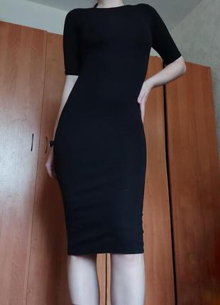 Чёрное длинное платье