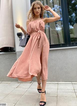 Стильне плаття з розрізом