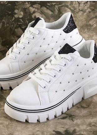 Белые женские кроссовки с разными вставками jem