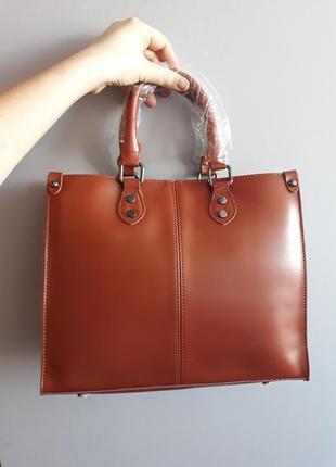 Женская сумка изготовлена из натуральной кожи