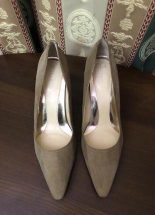 Замшевые туфли дорогого американского бренда calvin klein. оригинал