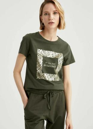 Женская футболка цвета хаки defacto / дефакто с золотистым принтом do your best everyday