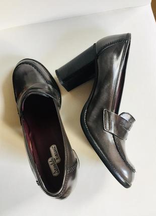 Шикарные кожаные туфли р.39