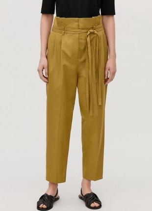 Стильные оливковые брюки cos высокая посадка с интересным поясом