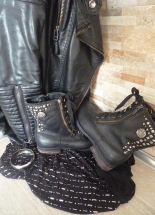 Ботинки сапоги полусапоги, черные кожаные с метал заклепками от дорогого бренда replay стелька 24,5