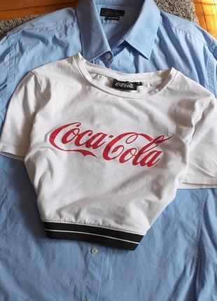 Стильный укороченный топ кроп кропп топ с надписью от coca cola