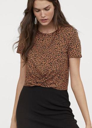 Хлопковая футболка топ с узлом в анималистический леопардовый принт