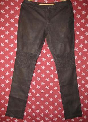 Необыкновенные по дизайну брюки итальянского бренда zuiki из экокожи серо-коричнево цвета