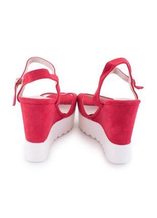 Женские красно-белые босоножки на танкетке🤩5 фото