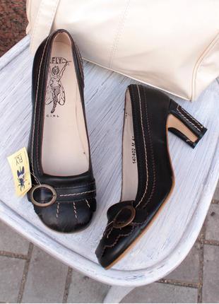 Коричневые классические кожаные лодочки с закругленным носком fly