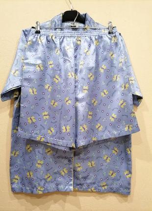 Атласная пижама с рубашкой и шортами с контрастным кантом в бабочки