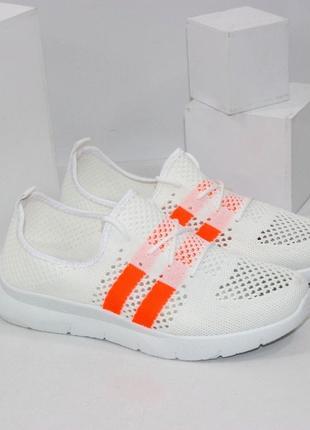 Текстильные кроссовки белые с оранжевым