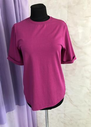 Трикотажная футболка классическая цвета фуксия.
