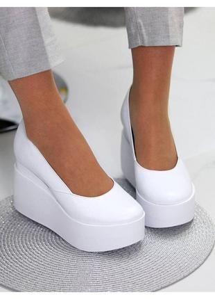 Женские туфли на танкетке натуральная кожа белые