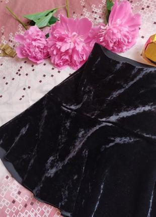 Очень красивая черная бархатная мини юбка