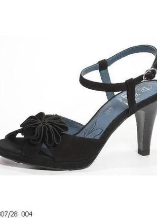 Черные кожаные замшевые стильные туфли босоножки на каблуке caprice