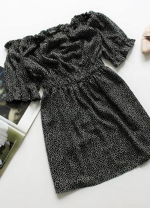 Короткое платье в горох с обьемными плечами черно 16 18