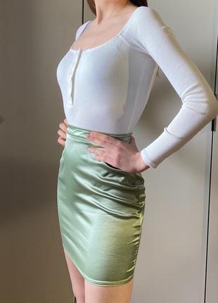 Атласная юбка мини