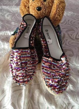 Мокасины туфли с паетками.