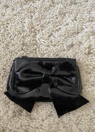 Маленький кошелёк с бантиком из лаковой кожи