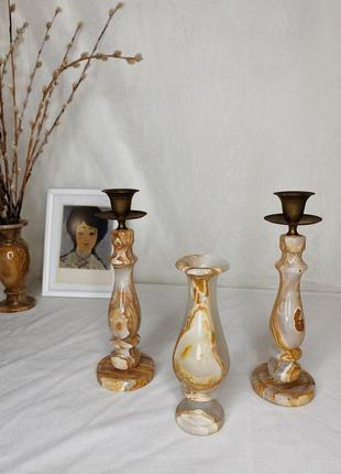 Подсвечники и ваза из оникса