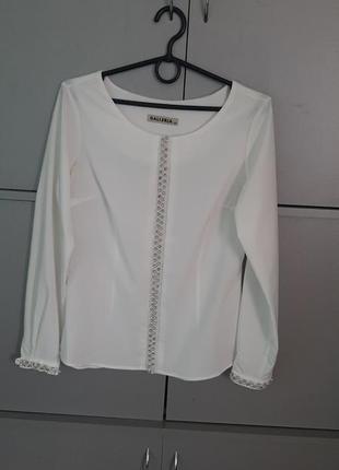Блузочка біла дуже нарядна