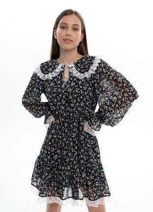 Шифоновое платье с воротником в цветочек