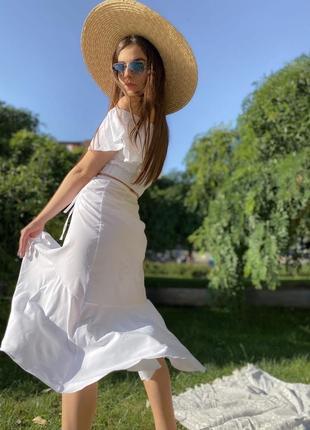Костюм юбка и топ со спущенными плечами белый3 фото