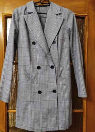 Платье-пиджак в клетку актуальный крой