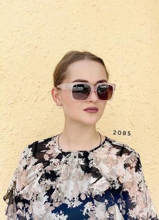 Сонцезахисні окуляри з чорними лінзами і рожевою оправою к. 2085