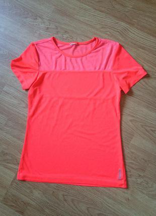 Яркая спортивная футболка reebok