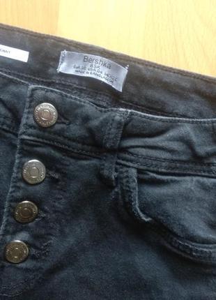 Черные джинсы с завышенной талией в идеальном состоянии