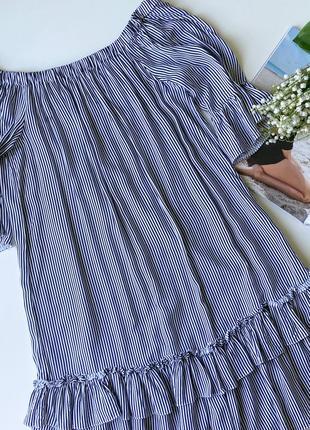 Объемное платье на плечи с воланами