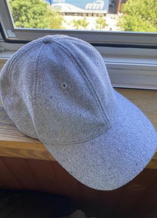 Кепка серого цвета, утеплённая кепка c&a