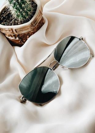 Стильные зеркальные очки в серебристом цвете1 фото