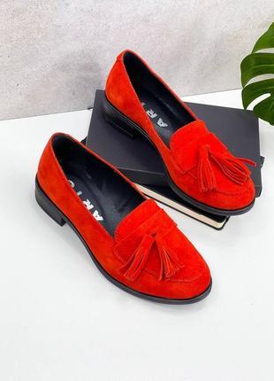 Натуральная замша, яркие модные красные туфли kleon