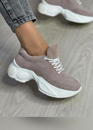 Стильные кроссовки из натуральной итальянской замши цвета пудра