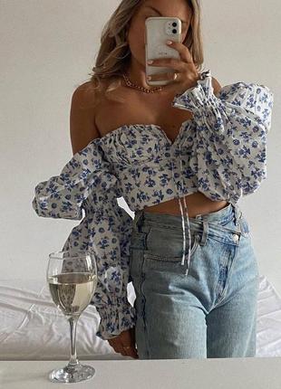 Топ блузка с открытыми плечами цветочный принт пышные рукава